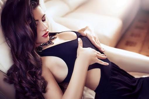 https://personallifemedia.com/wp-content/uploads/2016/12/Sexy_lady_in_black_dress.jpeg