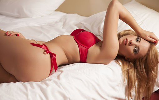 https://personallifemedia.com/wp-content/uploads/2017/03/blonde-woman-in-red-lingerie.jpg