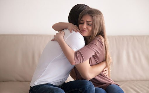 https://personallifemedia.com/wp-content/uploads/2018/07/couple-hugging-each-other.jpg
