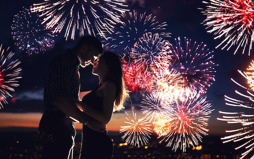 https://personallifemedia.com/wp-content/uploads/2021/07/Couple-Firework-1.jpg