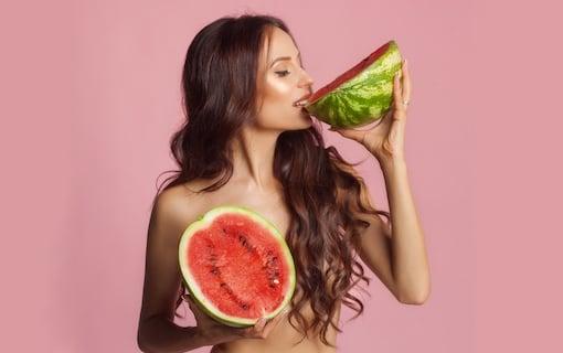 https://personallifemedia.com/wp-content/uploads/2021/07/Girl-Eating-Watermelon-2-320.jpg