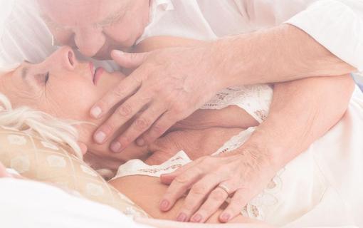 https://personallifemedia.com/wp-content/uploads/2021/10/Old-Couple-Kiss-510x320-1.jpg